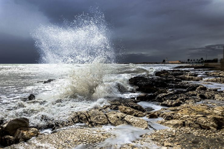 waves by Michele Renzullo on 500px
