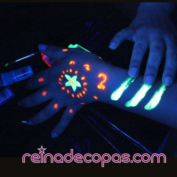 Maquillaje Fluorescente que brilla con luz ultravioleta o uv. www.reinadecopas.com