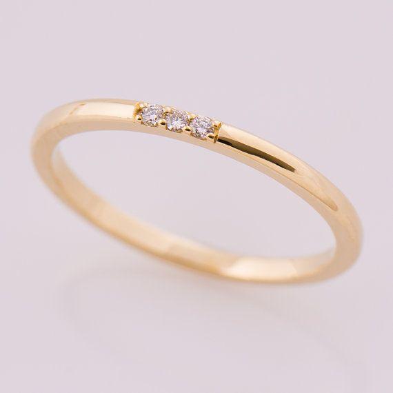 Dunne diamant Band, 3 Stone Band, 14K Yellow Gold stapelen Ring, stapelbare Band, Tiny Diamond Ring, sierlijke ring, belofte ring