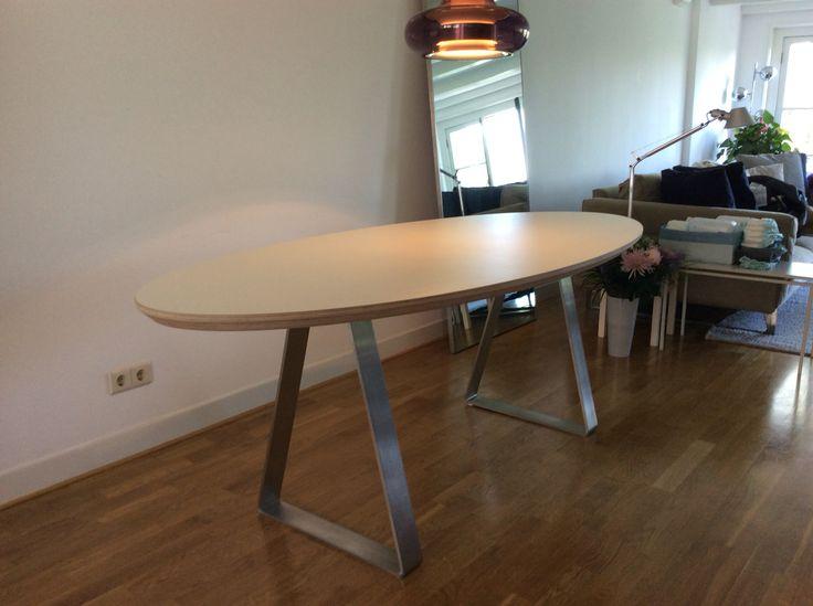 ER!K tafel 'Triangel'  by STYLET