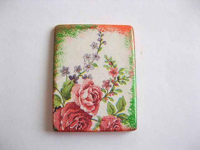#Magnet cu #flori, magnet din #ipsos pentru #frigider. Produs #lucrat #manual categoria decoratiuni casa si gradina. Magnetul a fost realizat din ipsos si are un #design cu model #floral. #Culori: #mov, #roz, #rosu, #verde si #vernil. http://handmade.luxdesign28.ro/produs/magnet-cu-flori-magnet-din-ipsos-pentru-frigider-23617/