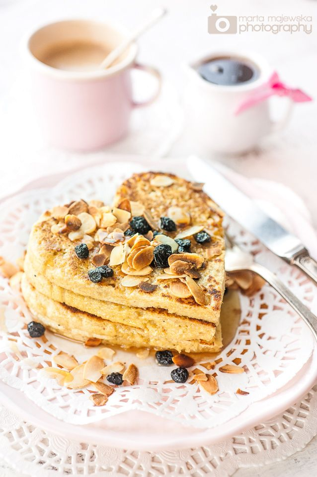 Oatmeal & almond pancakes ideal for Valentine's Day breakfast!