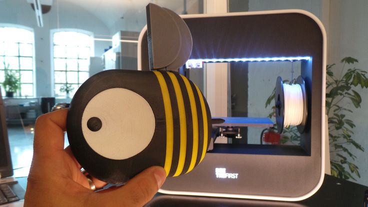 The BEEVERYCREATIVE BEE as multi-colour 3D-print   - http://youtu.be/vKgeOvcRBpc