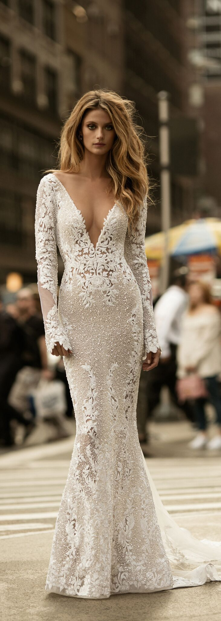 Wow So much texture! This @bertabridal gown is just phenomenal!