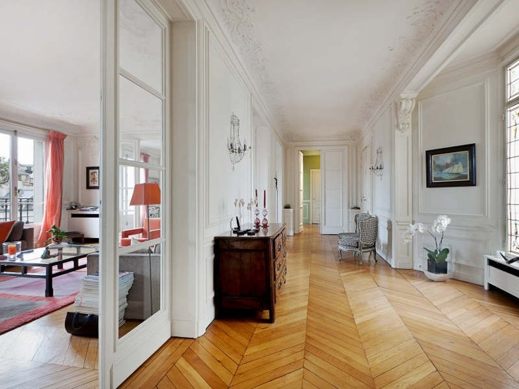 Appartement haussmanien parquet en points de hongrie house pinterest - Moulure appartement haussmannien ...