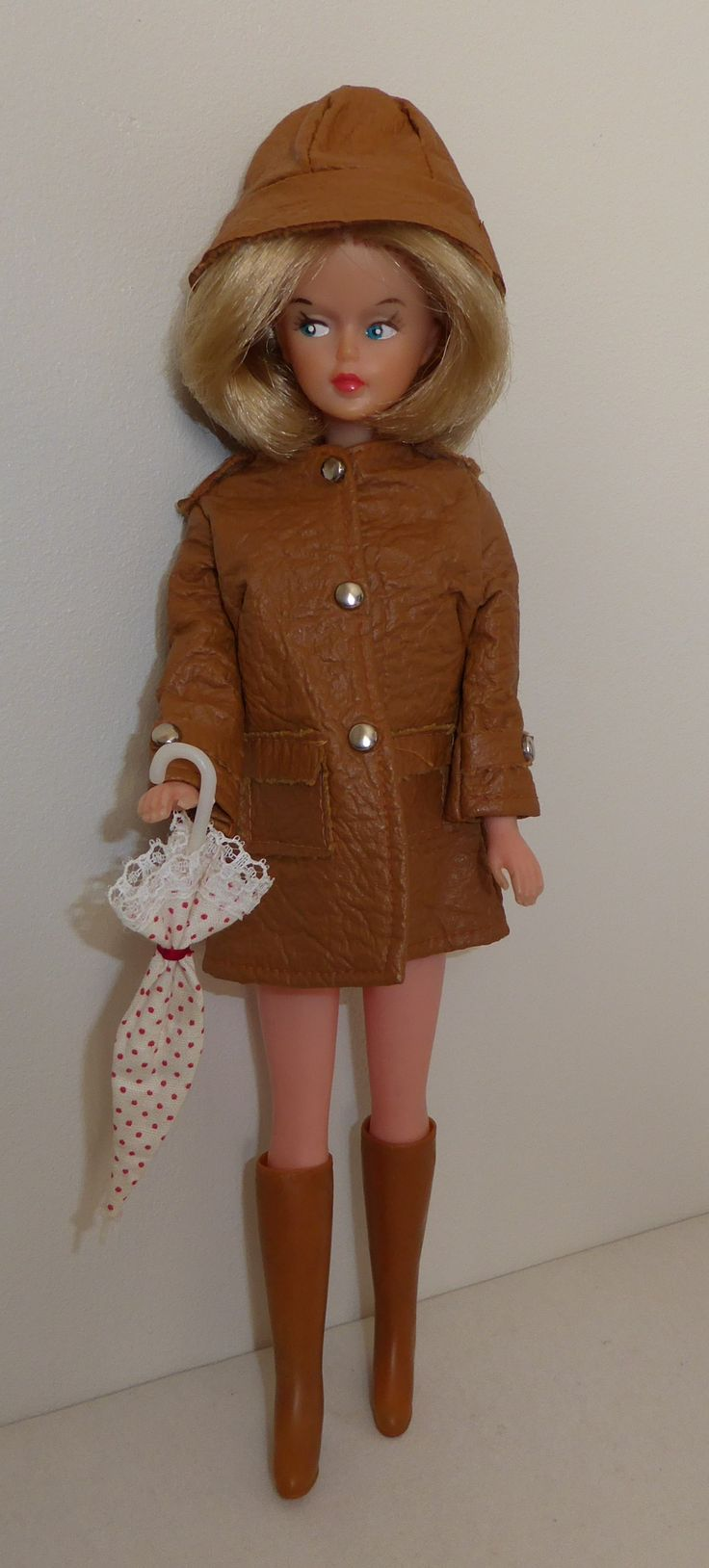 2nd version outfit Tressy's Fashion Scene Rainy day. Brown version.