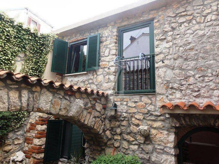 Selce, attractive stone house, a residential area of about 150 m2. It stretches over two floors, the ground floor is a one bedroom apartment, on the first floor one bedroom apartment and a studio apartment. The house has a garden of 30 m2.