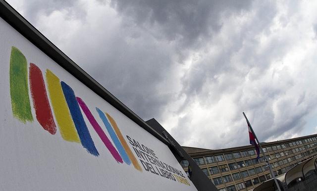 Salone Internazionale del Libro 2013 visto di sguincio... (foto Alberto Ramella)