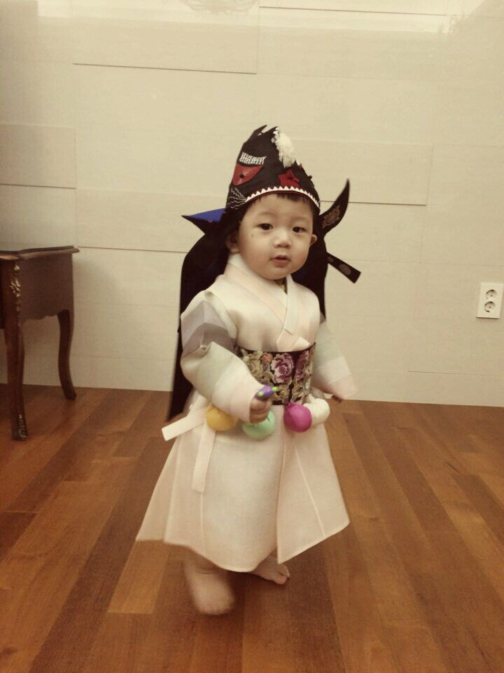 17 Best images about KIDS IN TRADITIONAL HANBOK on