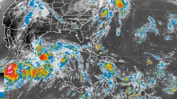 ] ACAPULCO * 13 de septiembre. La depresión tropical se convirtió este viernes en la tormenta tropical Íngrid. Su combinación con la depresión tropical 13-E, en el Pacifico Sur, causará lluvias torrenciales en los estados al sur de México, informó la Comisión Nacional del Agua de ese país.