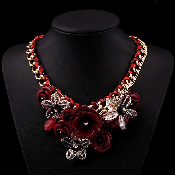 Statement cu flori rosu-burgund