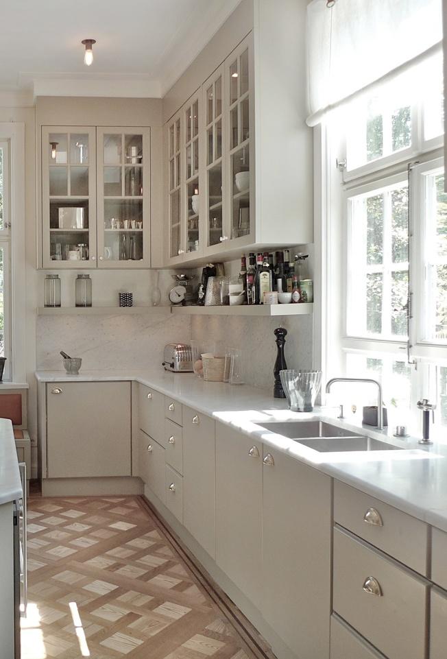 www.jeysenolesen.se © : kitchen design : residential villa, stockholm : ( warm grey carrera marble top brass hardware parquet floor )