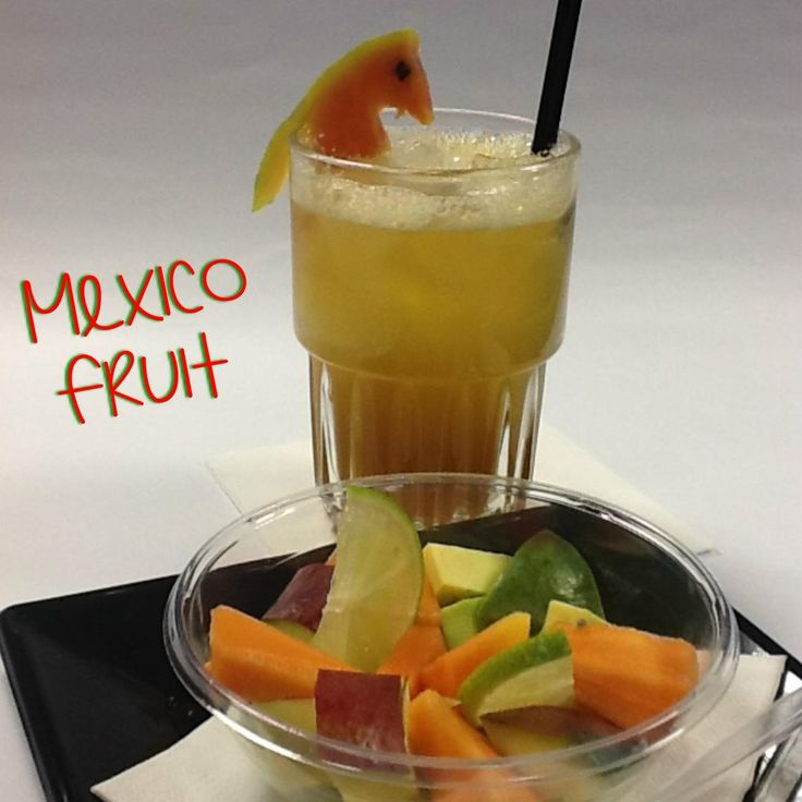 "Cocktail Analcolico ""Mexico Fruit"":  Ingredienti: Succo di Papaya ( 2 oz) Succo di Lime ( ½ oz) Sciroppo di Zucchero al Passion Fruit ( ½ oz)  Tecnica di Preparazione: Mix & Pour.  Versare tutti gli ingredienti in un mixing tin, shakerare senza ghiaccio e versare nel bicchiere pieno di ghiaccio a cubi.  Bicchiere: Juice Glass.  Guarnizione/Accompagnamento: Mini Macedonia di Papaya, Avocado, Mango condita con zucchero e succo di Lime.  http://www.planetone.it/ginger-margarita-mexico-fruit/"