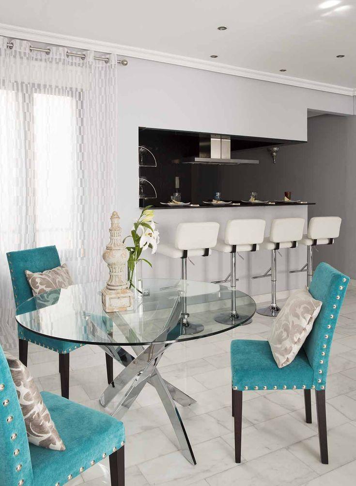 Elegante #comedor con la combinación perfecta de colores #blanco, #turquesa y #negro  Elegant #DinningRoom with the perfect combination of #colors #white, #turquoise and #black