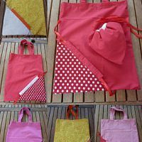 Shopping bags that cold up into an attached drawstring bag - Passion DIY