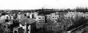 A finales de la primera década del siglo XX surge en Madrid un estilo nuevo de urbanización inspirado en la Ciudad Jardín inglesa de Ebenezer Howard y en la Ciudad Lineal de Arturo Soria.- Colonia El Viso. En construcción. El proyecto constaba de 242 viviendas, de las que solo se construyeron 130.-