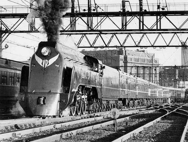 """When the Spirit of Progress began service in November 1937, it ran the following consist:  S class 4-6-2 steam locomotive  guard's van (later classed """"CS"""")  four second class cars (later classed """"BS"""")  dining car (later named """"Murray"""")  four first class cars (later classed """"AS"""")  parlor car (later named """"Norman"""")"""
