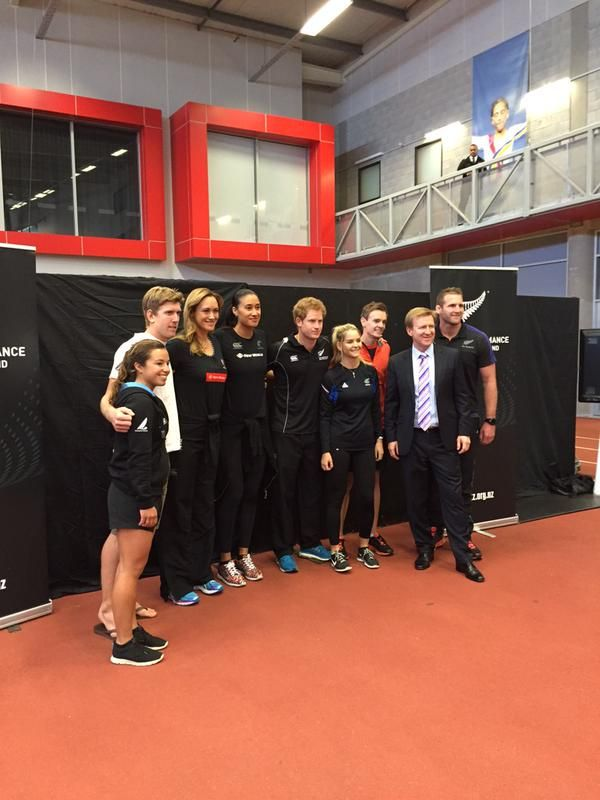 #PrinceHarry does netball hoop, rugby pass & rope pulling challenges @HPSportNZ #RoyalVisitNZ