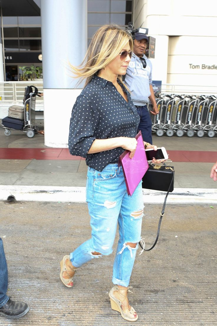 travel chic, travel style, Jennifer Aniston, destroyed denim, blouse, sunnies, casual style