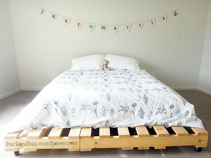 the botany quilt on a simple pallet bed. Perfection