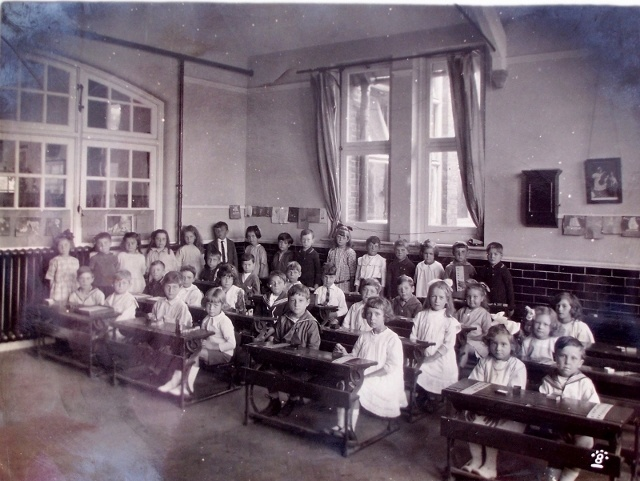 Ufton Lane School, Sittingbourne. My father was in a boys home and had to walk to a school