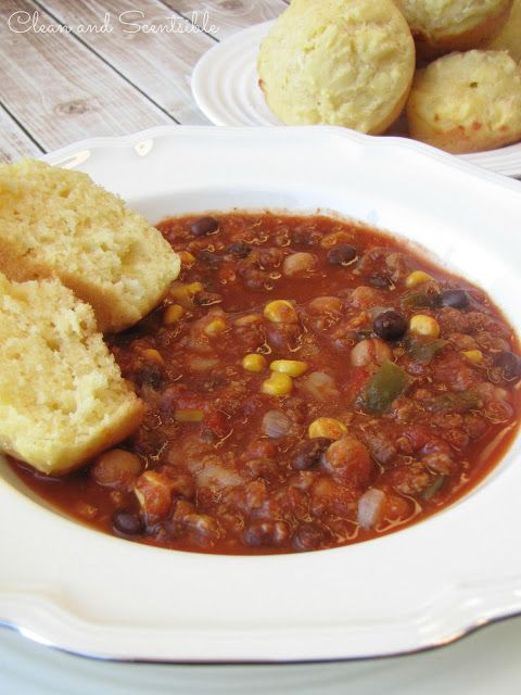 Clean & Scentsible: Slow Cooker Chili and Cornbread.  The perfect quick and easy fall dinner!