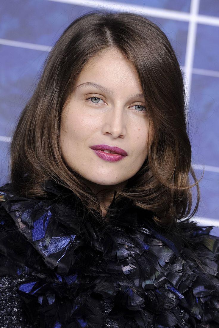 modelos e it girls ponen de moda la media melena mechas para cabellos ondulados