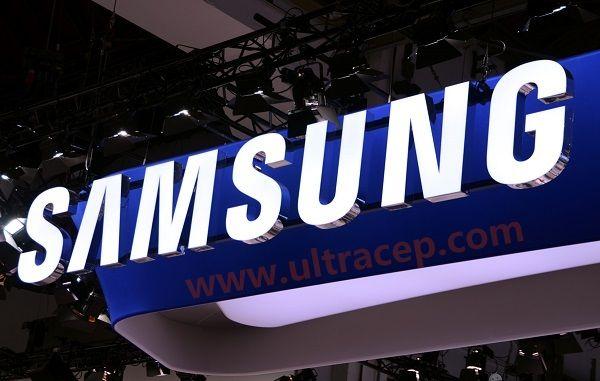 Samsung 7 inç Ekranlı Telefon ile Geliyor  Geçtiğimiz yıl duyurduğu en büyük ekranlı telefon özelliğine sahip Galaxy Mega 6.3 ile dikkatleri üzerine çeken Samsung, bugünlerde SK Telecom için hazırlanmış tanıtımlarda görünen 7 inç'lik telefon ile gündeme oturdu.   Güney Kore'nin GSM ...