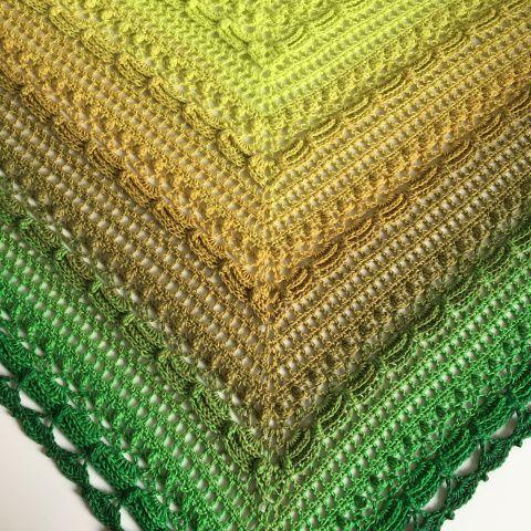 """[gallery ids=""""1617,2807,2441″ type=""""square""""] Äntligen dags att släppa mönstret till sjalen """"Lost in Time"""". Namnet kom sig av att jag tyckte sjalen hade en vintag…"""