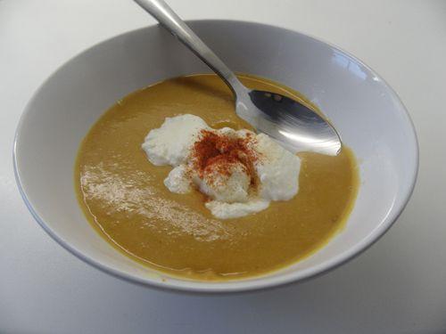 Linzensoep, heerlijk! Delicious lentil soup! {Favoriete soepje van m'n zus. En ik begrijp wel waarom. ;-) )