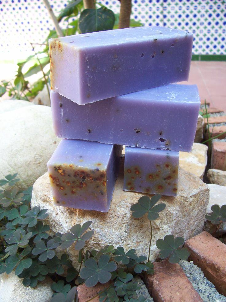 Una de nuestras ediciones del jabón tradicional con aceite de oliva virgen extra y aceite puro de argán..