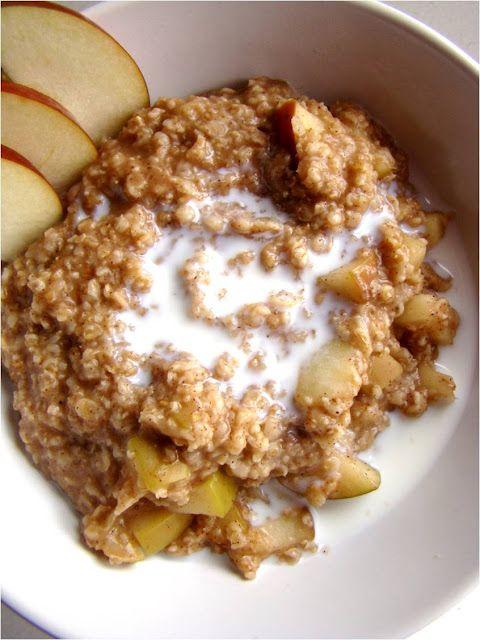 Apple pie oatmeal - healthy & filling