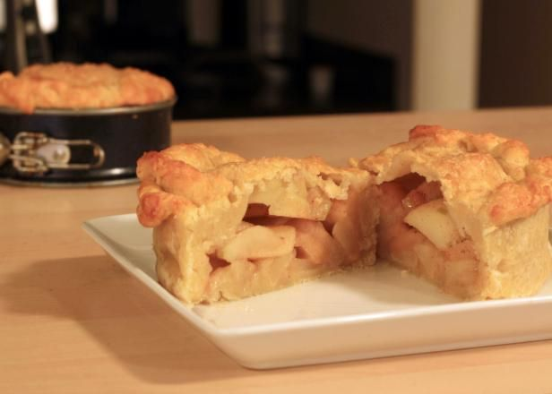 Learn how to freeze apples to later use in recipes like apple pie filling.