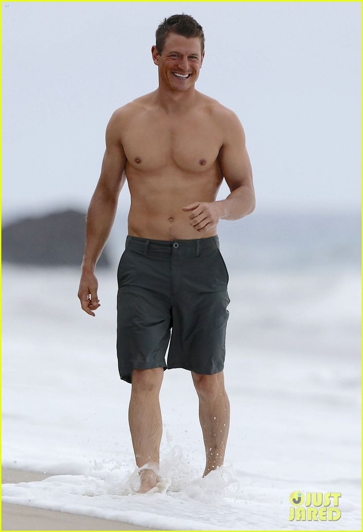 The Player's Philip Winchester Flaunts Ripped Body for Shirtless Beach Scene!
