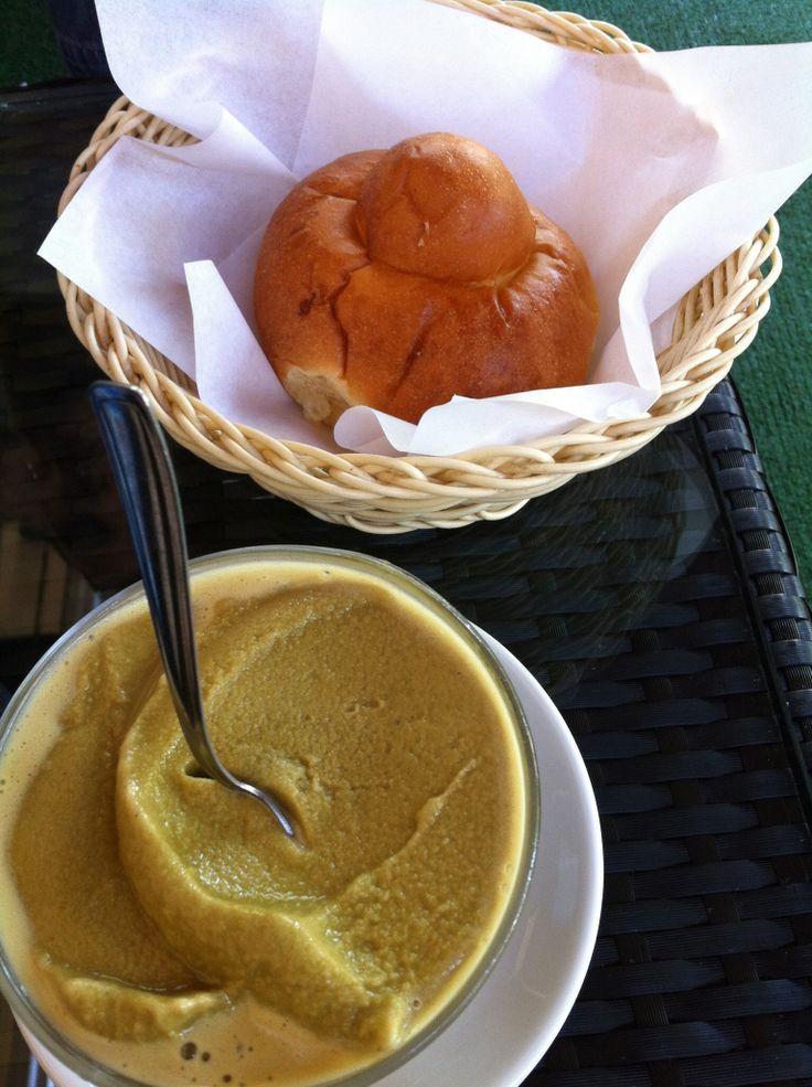 """La #colazione estiva perfetta si trova in #Sicilia #granita #pistacchio #brioche col """"tuppo"""""""