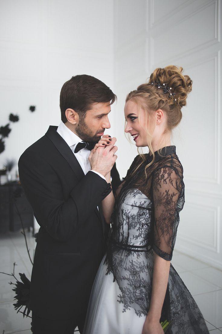 Elegant, chic wedding dress in black and white