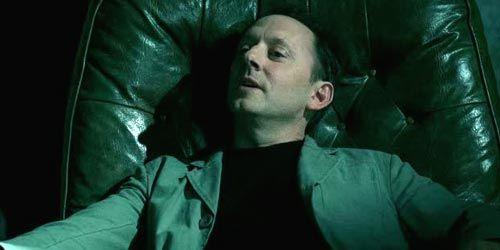 Michael Emerson incarne Marty Manning dans The Inside (1.03 - Pre-Filer)