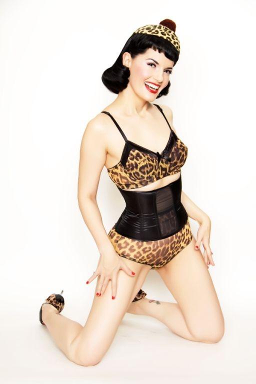 Le corset rétro Tigresse | LINGERIE RETRO PIN UP ATTITUDE : Voici rien que pour vous ce splendide corset fait d'un magnifique tissu satin bien dense, ses vertus affinantes sont réellement étonnantes!  http://www.pinupattitude.com/gamme.htm?products_name=Le+corset%20r%E9tro%20Tigresse_id=17#  #lingerie #sousvetements #underwear #bas #vintage #oldschool #rock #shopping #retro #50s #60s #rockabilly #sexy #glamour #pinup #burlesque