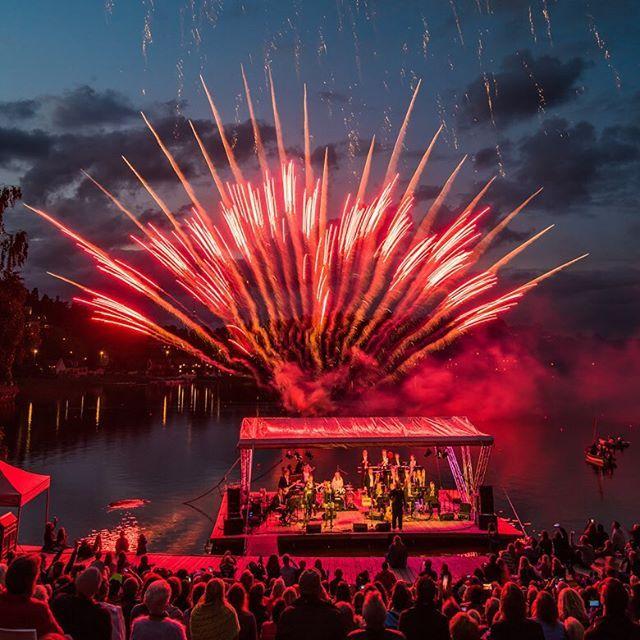 Musik på vattnet Rådasjön Mölndal. 29 August 2015. #mölndal #rådasjön #ericgadd #konstskolan #göteborg #gothenburg #visitgoteborg #visitgothenburg #fireworks #concert