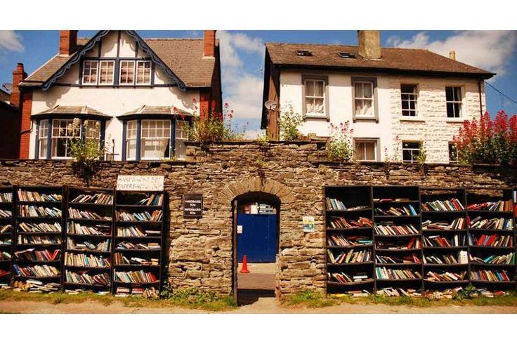 Hay-On-Wye è un luogo magico. Si trova in Galles, ad un'ora di viaggio da Cardiff.