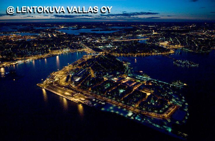 Helsinki yövalaistuksessa Ilmakuva: Lentokuva Vallas Oy