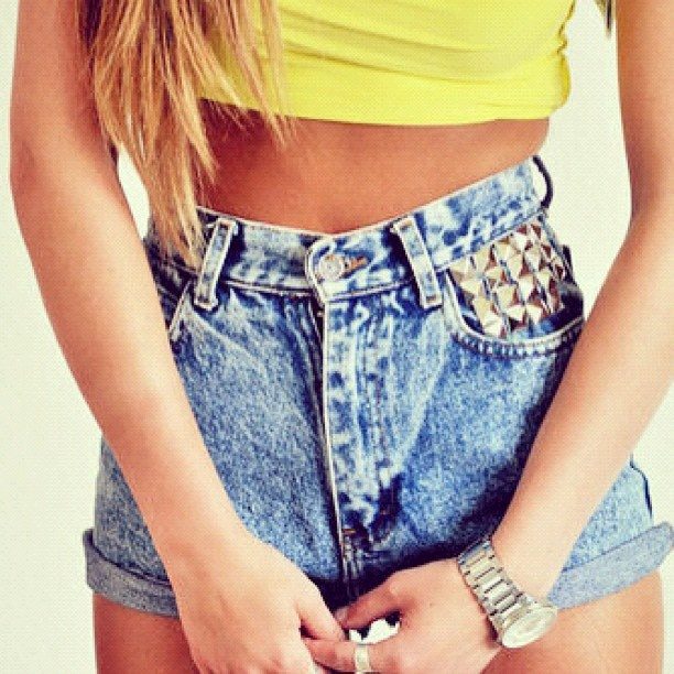 love high waisted shorts!   # Pin++ for Pinterest #Studs, Fashion, Highwaisted, Summer Outfit, Clothing, Shorts Style, Jeans Shorts, Denim Shorts, High Waist Shorts