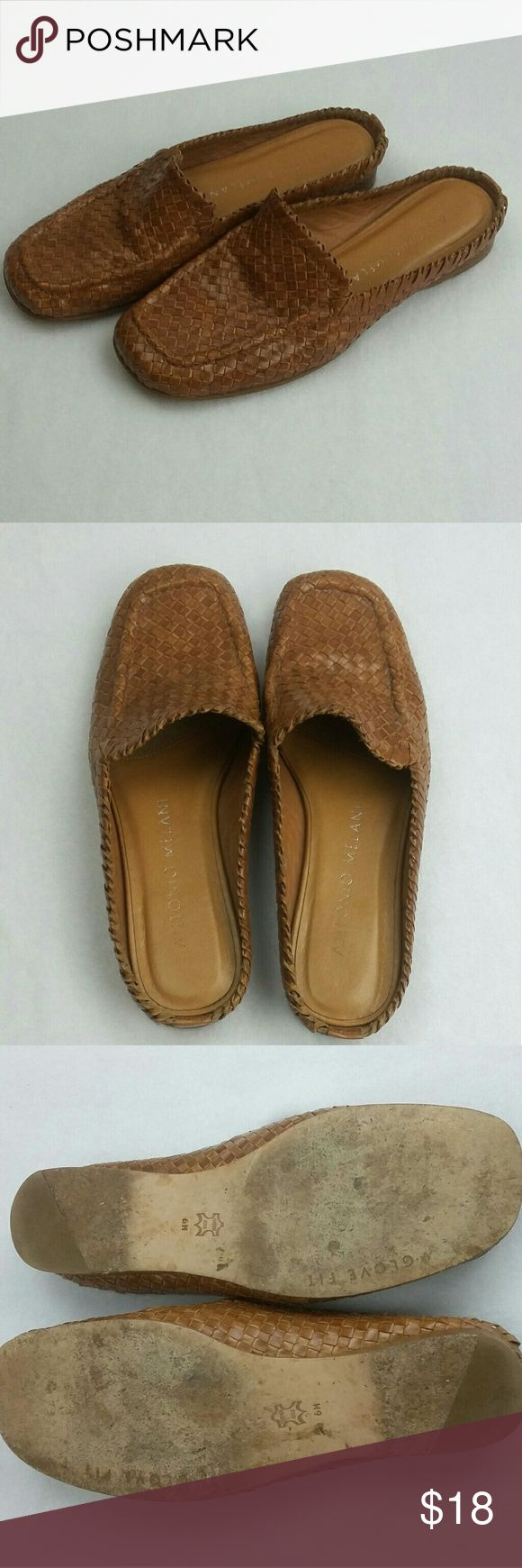 """Antonio Melani  Leather Gloves For slide shoes 6 These are a beautiful pair of Antonio Melani slide style loafers , shoes in a Tan weave .  """"GENTLY WORN """"  Bundle for extra savings!   I love any reasonable offers   0146 ANTONIO MELANI Shoes Flats & Loafers"""