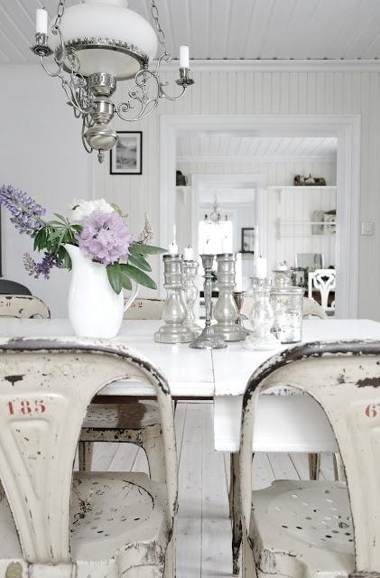 Chippy white & lavender