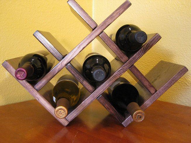 Porta-vinhos tipo colmeia em MDF madeirado, cor a definir para 09 garrafas