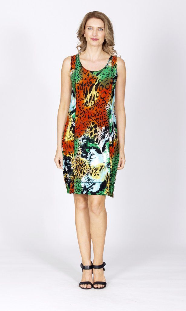 The Susie PanelDress by Tres Bellein afunky leopard printfeatures a neat neckline and sits right on the knee. Wear itover black leggings for a casual, ever