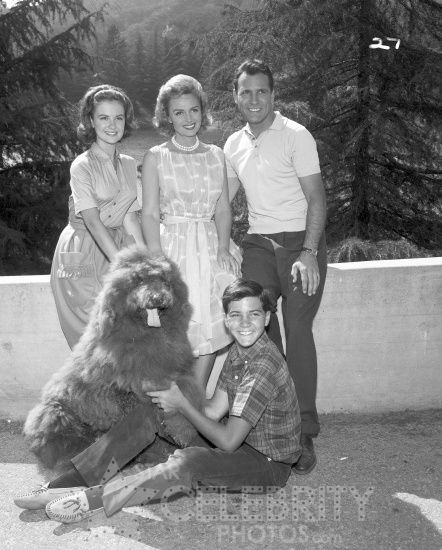 Shelley Fabares, Donna Reed, Carl Betz & Paul Petersen on The Donna Reed Show