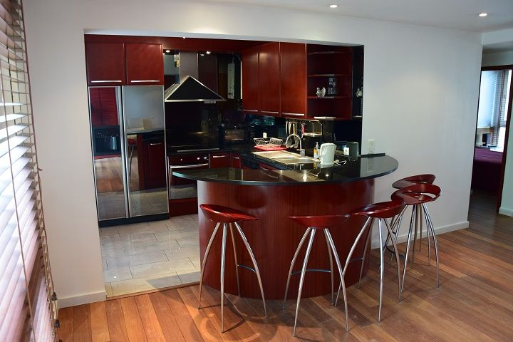 Appartement location meublé - Paris 17ème - Porte Maillot - Cuisine bar
