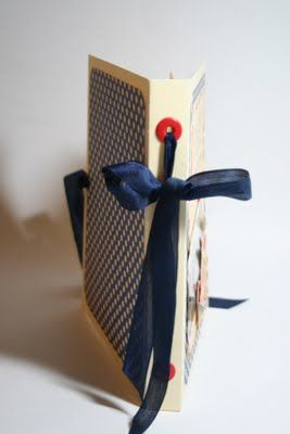 Cool Manilla Folder album.  Go to the blog to see the tutorial.