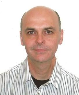Josep Llurba Naval estudió Traducción e Interpretación y trabaja como traductor audiovisual autónomo desde 1991. Colabora con distintos estudios de doblaje y subtitulación, para los que ha traducido al castellano y al catalán series de televisión y largometrajes. También ejerce de profesor del módulo de doblaje del Máster Europeo de Traducción Audiovisual On-line y del Máster de Traducción Audiovisual presencial de la UAB.